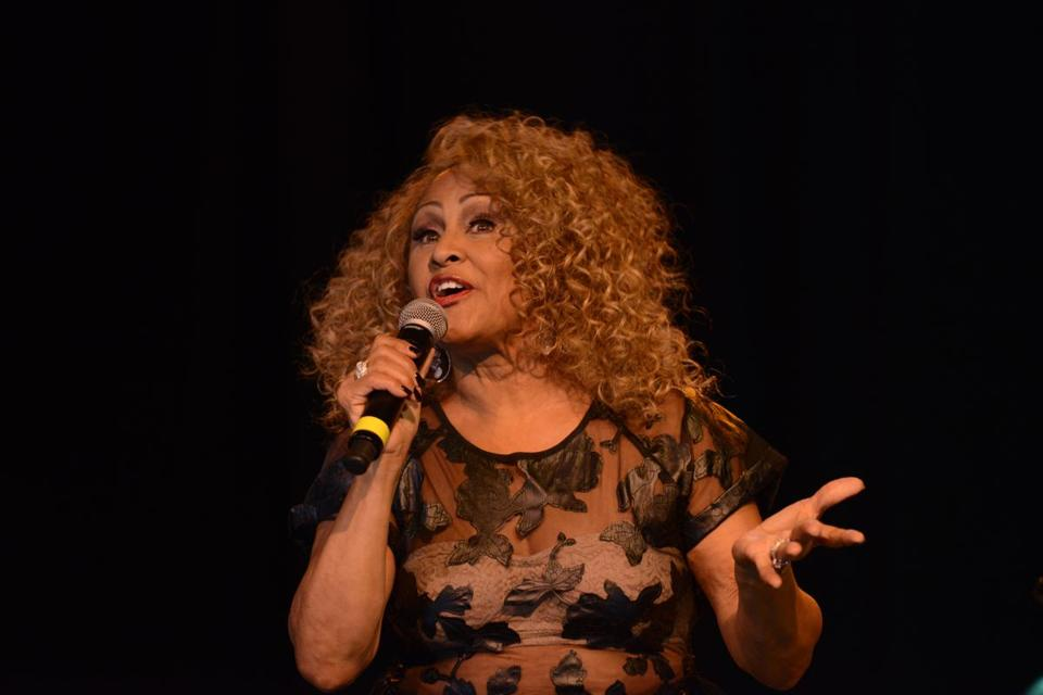Darlene Love singing in concert
